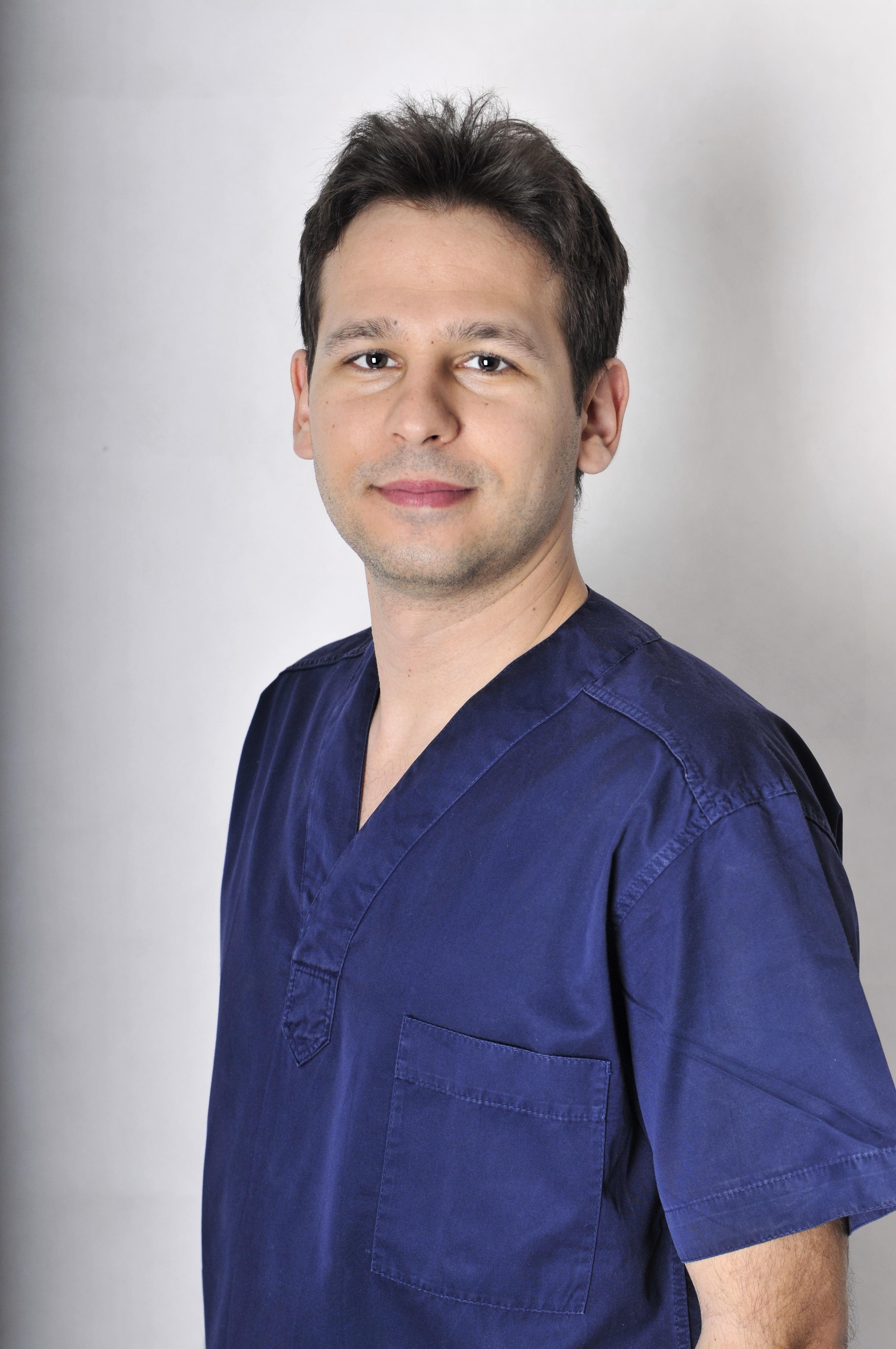 Dr. Eszter Vamos